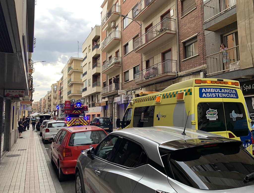 Bomberos, policías nacionales y locales y una ambulancia en Fernando de Rojas.