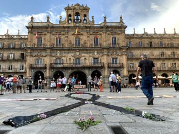 La plataforma de Yayogaitas de Salamanca recuerda a los fallecidos durante la pandemia.