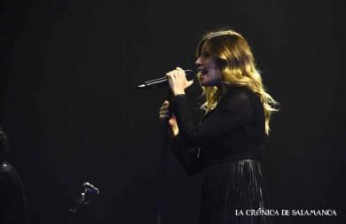 Leire Martínez, la vocalista de La Oreja de Van Gogh, en el concierto en Salamanca. Foto. Almudena Iglesias Martín.