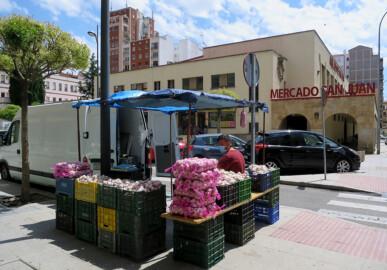 Los ajeros ya están en los aledaños del Mercado de San Juan.