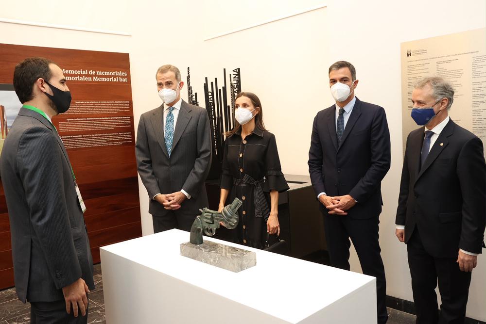 Los Reyes en el Centro Memoria Víctimas Terrorismo, Vitoria. FOTO. Casa Real.