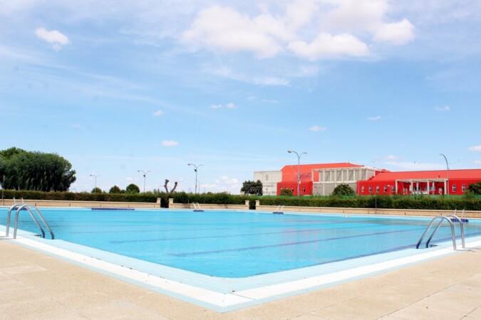 Las piscinas de Villares de la Reina.