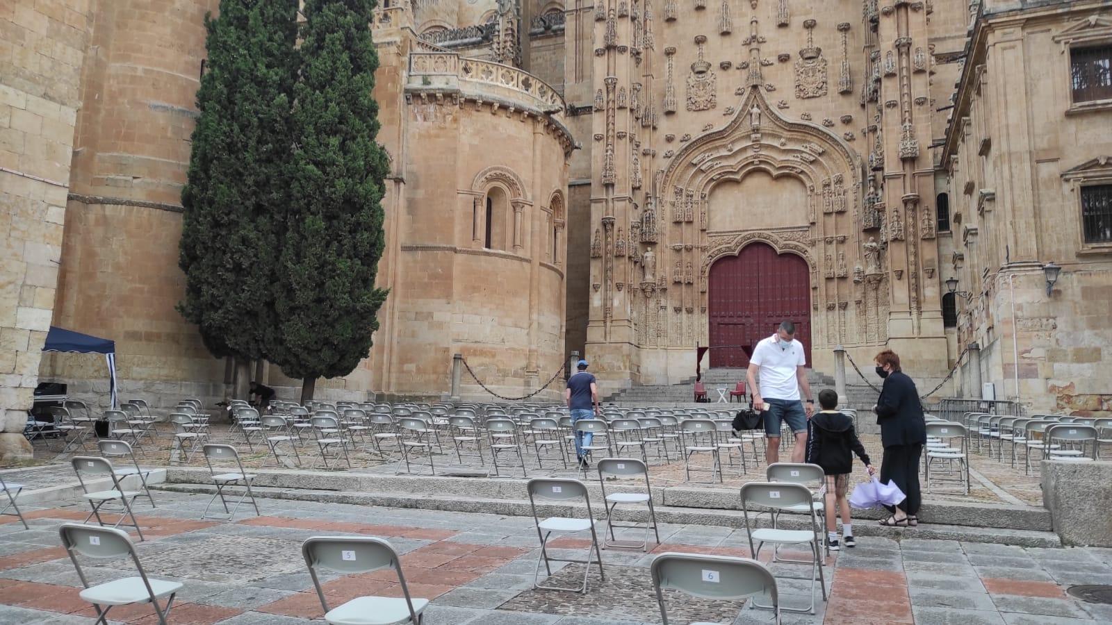 Suspendida la obra de teatro 'Entrevista inédita: Hoy San Juan de Sahagún, de la compañía Jes Martin´s y Miguelón, por el mal tiempo.