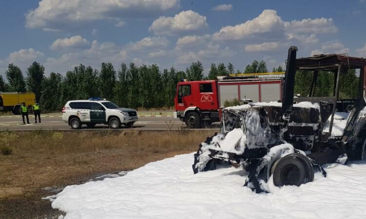 Tractor ardiendo