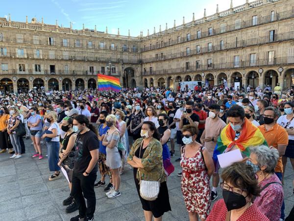 Cientos de personas mostraron su pesar por el asesinato de Samuel en Salamanca.