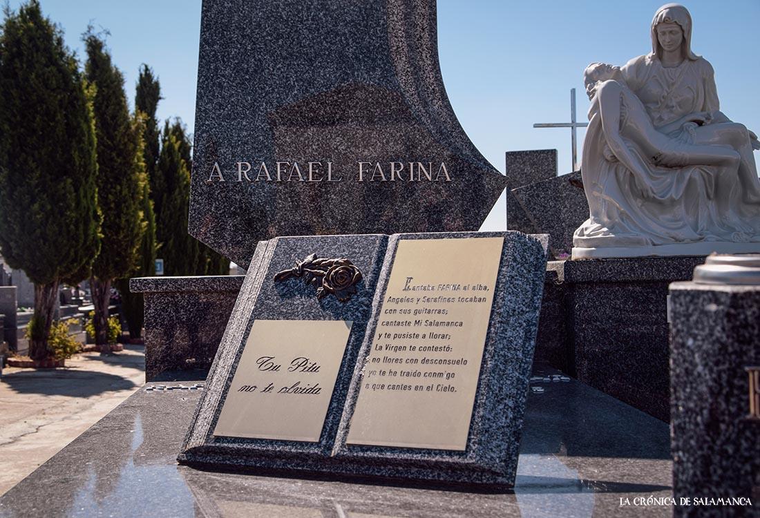 La tumba de Rafael Farina, en el cementerio de San Carlos Borromeo. FOTOS. Almudena Iglesias Martín.