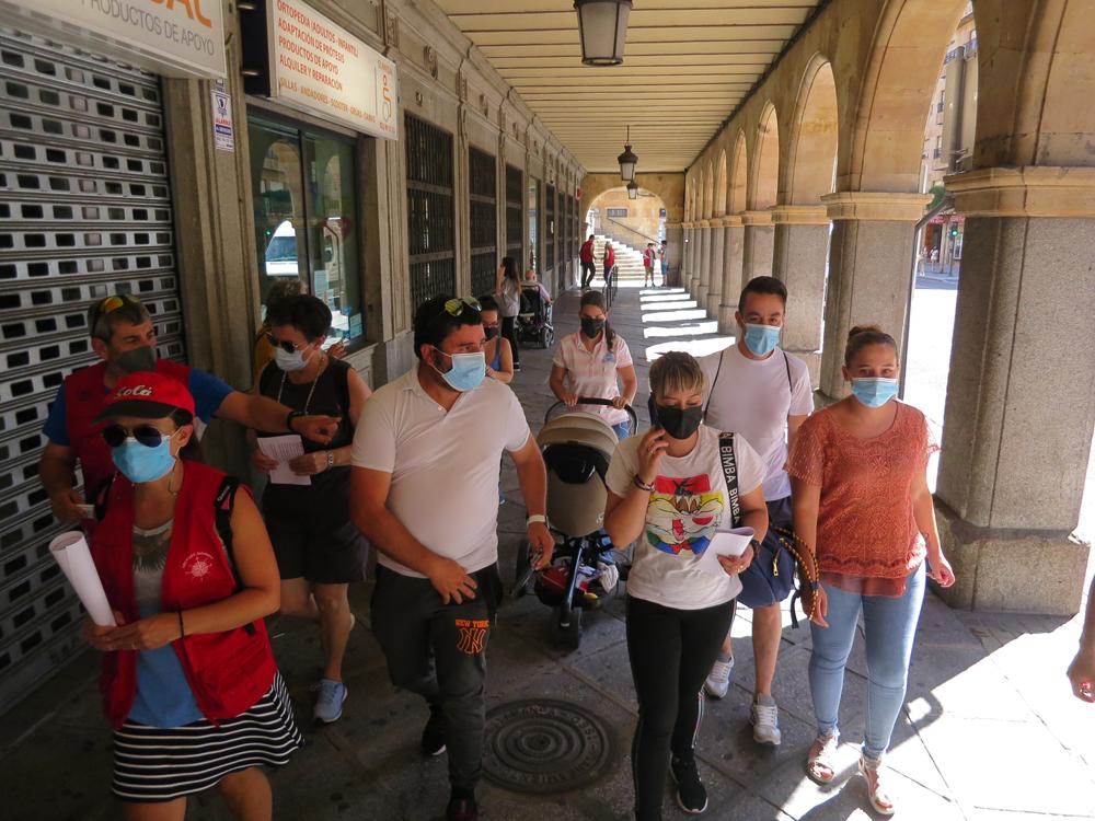 Familiares y amigos participan en la búsquea de Vanesa Cortés Lobo. (1)