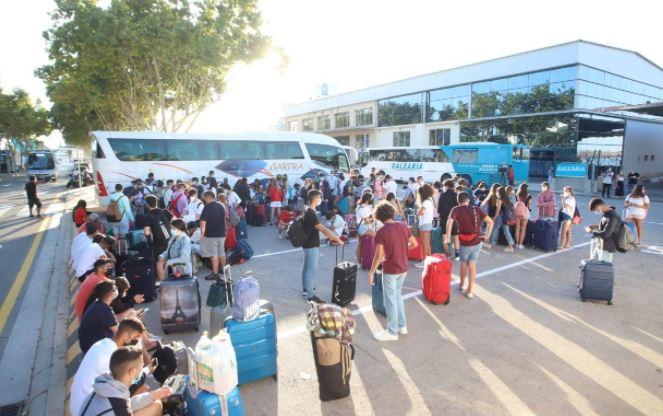 jovenes aislados mallorca en aeropuerto palma ultima hora