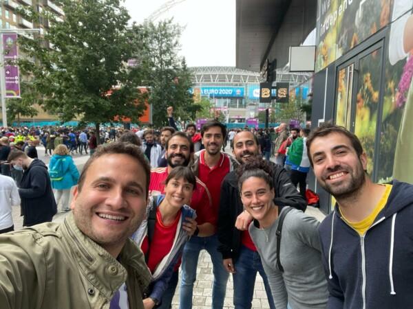 Los 'salmantinos' que vieron a España jugar y perder contra Italia en Wembley, Londres.
