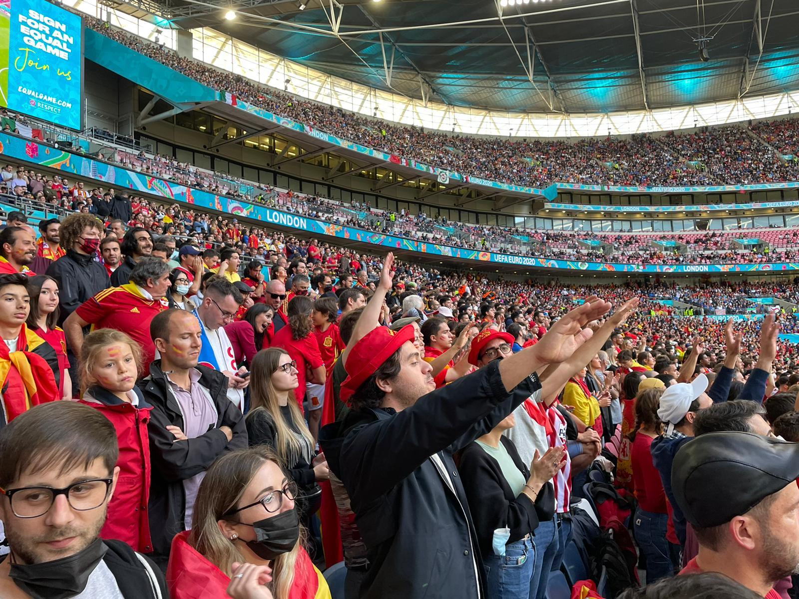 La grada de los aficionados españoles en Wembley para ver en semifinales a España e Italia.