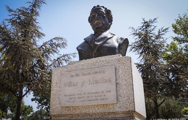 La estatua a Manuel Villar y Macías, cronista de Salamanca. Fotos. Almudena Iglesias Martín.