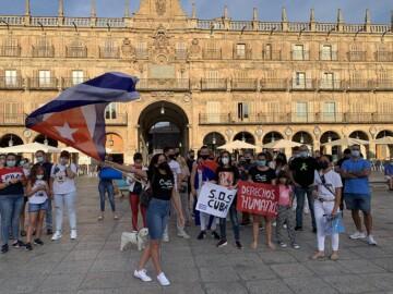 SOS Cuba concentración en la Plaza Mayor de Salamanca.