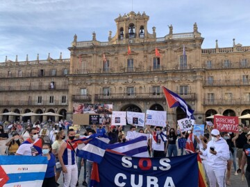 SOS Cuba concentración en la Plaza Mayor de Salamanca. (18)