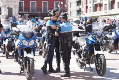 Dos Santos / ICAL. Minuto de silencio por el fallecimiento de un policía municipal de Valladolid