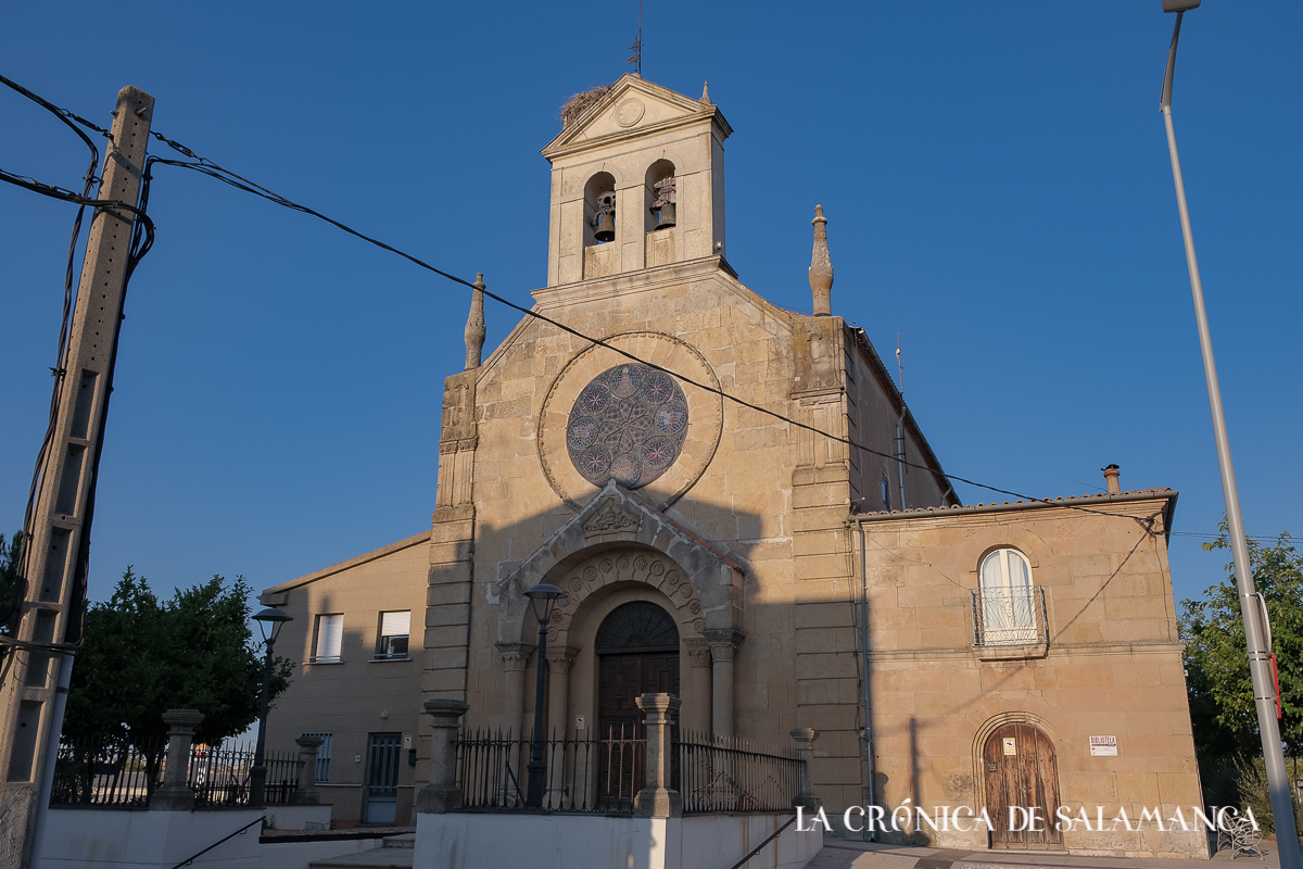 La iglesia de San Pedro y la Virgen de la Salud de Tejares.