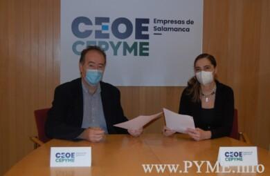 Juan Manuel Gómez, presidente de Ceoe Cepyme Salamanca, y Azuzena Hernández de Canto, presidenta de la Asociación de empresarios del Casco Histórico.