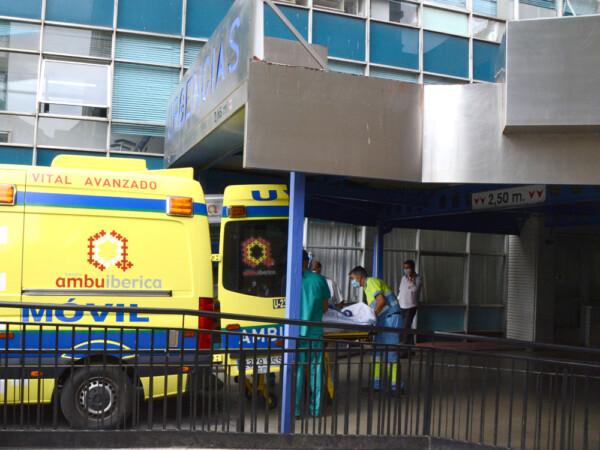 Primer paciente trasladado desde el Virgen de la Vega al nuevo hospital en UVI Móvil.
