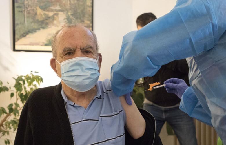 Inicio de la administración de las terceras dosis de la vacuna contra el COVID-19