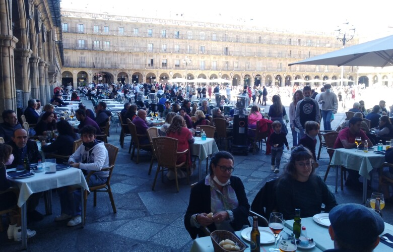 Una de las terrazas de la Plaza Mayor de Salamanca.