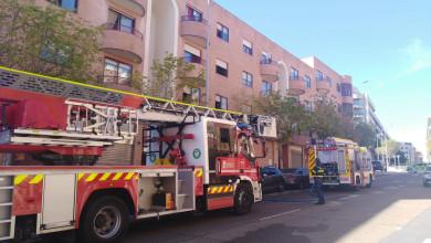 Los bomberos de Salamanca acudieron a sofocar un incendio en la calle Abraham Zacut, en el barrio de Prosperidad.